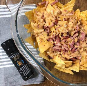 nachos con queso y bacon